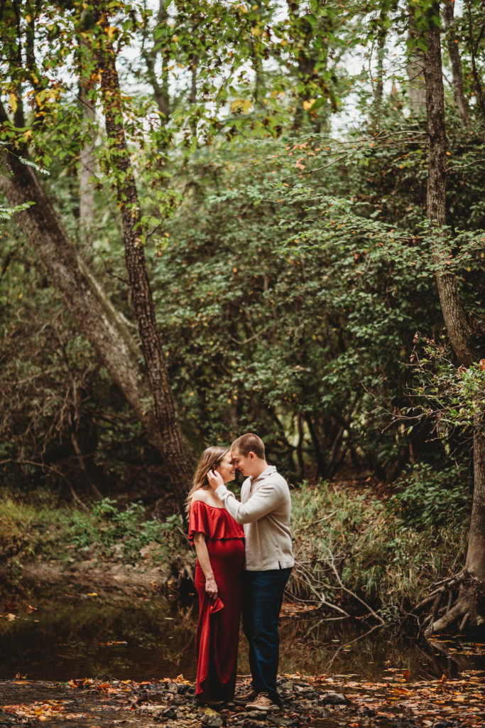 romantic wooded maternity photos