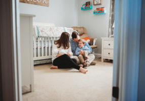newborn session with older sibling in home-020